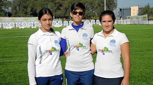 Díez, Samperio y Alarcón, integrantes del Es Cubells de arco recurvo femenino.