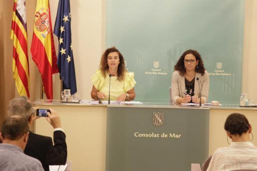 Pilar Costa (i), en la rueda de prensa posterior al Consell de Govern.