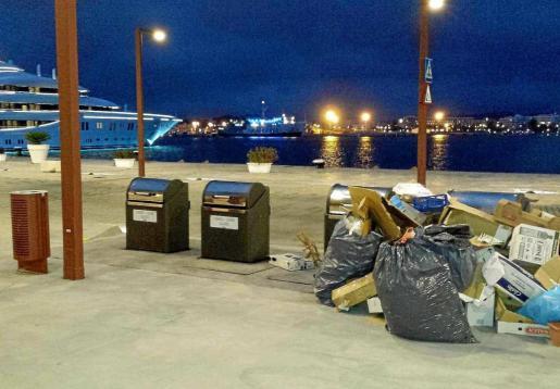 Contenedores soterrados instalados en el puerto de Ibiza.