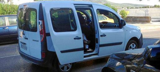 Imagen de la huida de los dos asaltantes que robaron 157.000 euros en un tirón en Platja d'en Bossa en agosto.