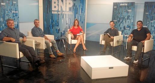 Amàlia Sebastián presenta Bona Nit Pitiüses, que se emite los miércoles a las 22:20 horas en la Televisió d'Eivissa i Formentera (TEF). g Fotos: J. A. T.