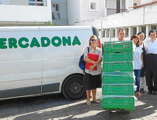 La donación de alimentos se hace a primera hora de la mañana de lunes a sábado.