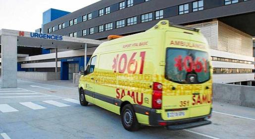 El herido fue trasladado a Can Misses por una ambulancia del 061.