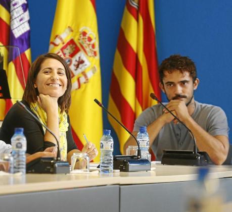 Aída Alcaraz y Pablo Valdés durante el pleno celebrado ayer en el Ayuntamiento de Sant Antoni.