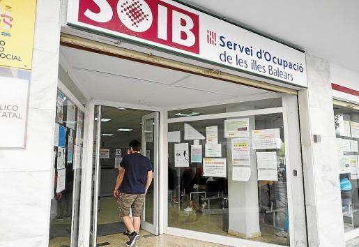 Con el final del verano, las oficinas del SOIB empiezan a tener más afluencia de gente.