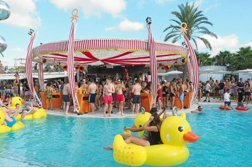 El agua es la gran protagonista de Ocean que para el cierre ofreció además un show acrobático dedicado al mundo del circo .
