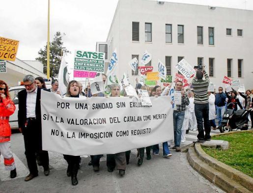 La imagen de archivo corresponde a 2009 cuando el personal sanitario salió a la calle por el catalán.
