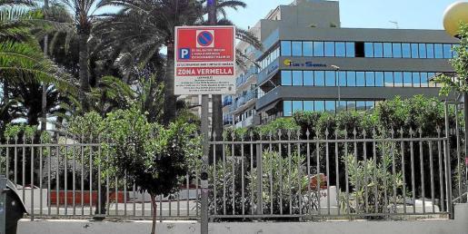 Imagen de la señalización colocada ayer en la calle Cervantes de la localidad 'portmanyina'.