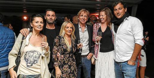 Numerosas personas acudieron el miércoles por la noche a la cena anual de la ONG Juntos que se celebró en el restaurante La Escollera.