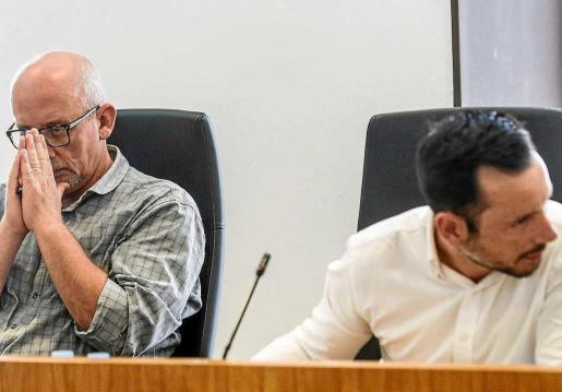 Joan Ribas y Rafa Ruiz durante un pleno celebrado en el Ayuntamiento de Eivissa.