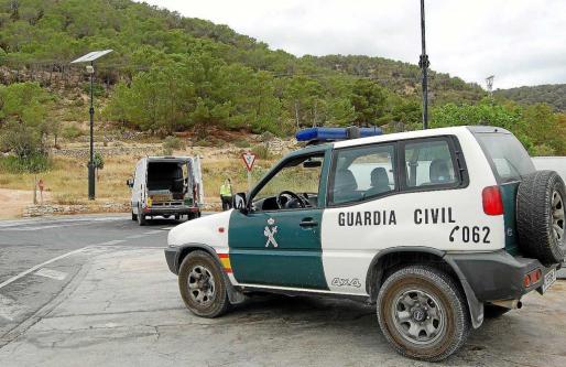 Imagen de un control de la Guardia Civil en una zona próxima al lugar donde se han producido los últimos robos.