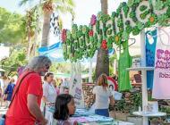 El popular mercadillo de Punta Arabí ha cumplido esta temporada 44 años de vida consolidado como uno de los más importantes de t