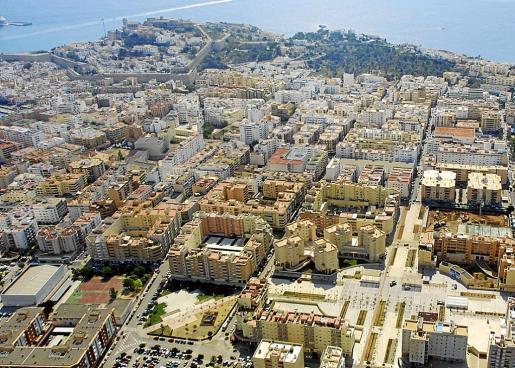 Vista aérea de Eivissa, el municipio con mayor renta anual de las Pitiusas.