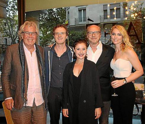 Jorgen Leftelm, Ari Gold, Paul Haggis y Sandra Seeling con la actríz mallorquina Laura de la Isla.