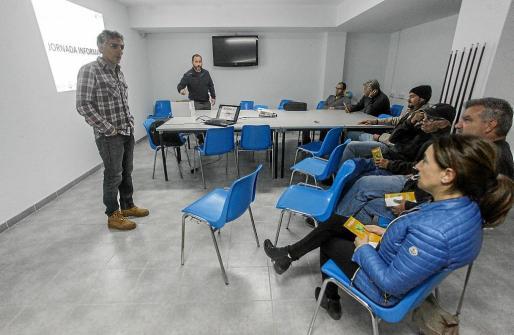 Imagen de la reunión informativa que tuvo lugar ayer en Sant Miquel.
