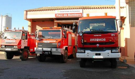 Imagen de archivo de la base de Bomberos del Consell de Formentera y los vehículos para los que se hace necesario disponer del permiso C1.