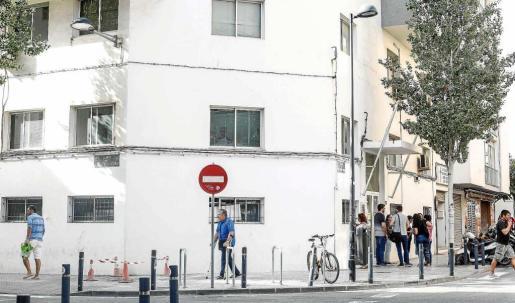Imagen de archivo del antiguo retén de la Policía Local de Vila que se demolerá para construir un nuevo edificio que albergue el futuro servicio de acogida municipal.