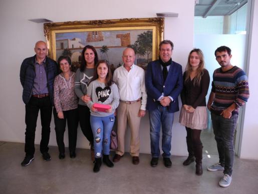 Claudia Ortega, del colegio Guillem de Montgrí de Sant Antoni recoge el primer premio del concurso internacional 'Misión depuración' de Aqualia
