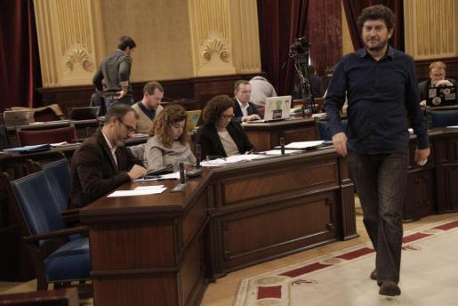 Alberto Jarabo pasa por delante de Biel Barceló. Podemos se abstuvo en la reprobación al vicepresident.