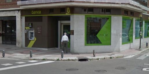 Imagen de la sucursal asaltada en el madrileño distrito de Usera.