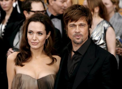 EFE - ESTADOS UNIDOS - SOCIEDAD - ACE - CINEMA - CAN231. CANNES (FRANCIA), 24/1/2010.- Fotografía de archivo del 27 de enero de 2008 que muestra a los actores Brad Pitt (dcha) y Angelina Jolie (izda) a su llegada a la 14 edición de los premios Screen Actors Guild (SAG) en el Shrine Auditorium de Los Àngeles, Estados Unidos. Según los medios de comunicación Jolie y Pitt han firmado los papeles de separación y han llegado a un acuerdo para la custodia compartida de sus seis hijos.