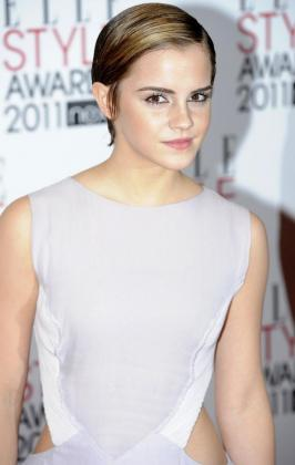 La actriz Emma Watson posa ante las cámaras.