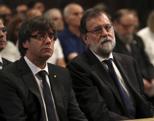 Carles Puigdemont y Mariano Rajoy, en la misa por el atentado de Barcelona.