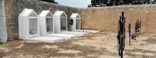 Interior del cementerio de Sant Ferran, donde se cree que están enterrados cinco hombres fusilados durante la Guerra Civil.