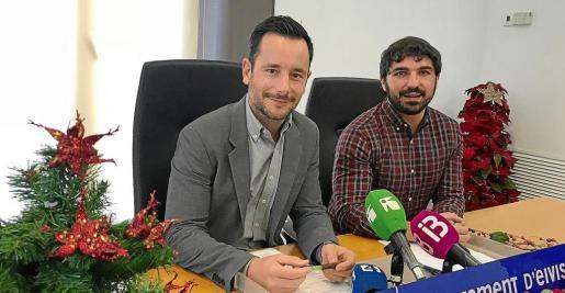 El programa de las fiestas de Navidad fue presentado por el Alcalde de Ibiza, Rafa Ruiz, y el concejal de Fiestas, Agustín Perea.