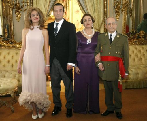 Los actores Cristina Peña (que interpreta a Carmen Martínez - Bordiú), José Luis García Pérez (Alfonso de Borbón), Luisa Gavasa (Carmen Polo) y Francisco Vidal (Franco), posan durante la presentación de la tv movie.