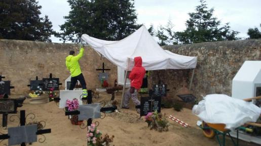 Empiezan los trabajos de exhumación en el cementerio de Sant Ferran.
