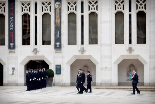 """Cressida Dick, Inspectora jefe de la Policía Metropolitana, a su llegada al edificio Guildhall en la city de Londres, donde la Policía británica otorga a Ignacio Echeverría, fallecido en el ataque terrorista de Londres el pasado 3 de junio, la Distinción de los Tres Servicios en reconocimiento por sus """"extraordinarias acciones de valor"""" ese día."""