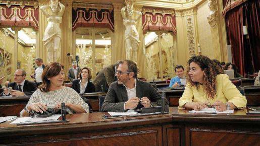De izquierda a derecha, Armengol, Barceló y Costa en el Parlament, en una imagen de archivo.