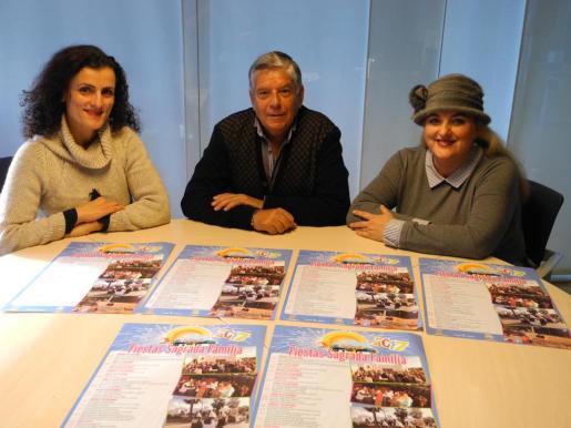 El concejal de Can Bonet, Juan Costa, junto a Maria Antònia Escandell y Mati Guzman, de la asociación de vecinos.