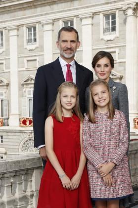 Imagen divulgada por la Casa Real con la que Sus Majestades felicitan la Navidad a los españoles.