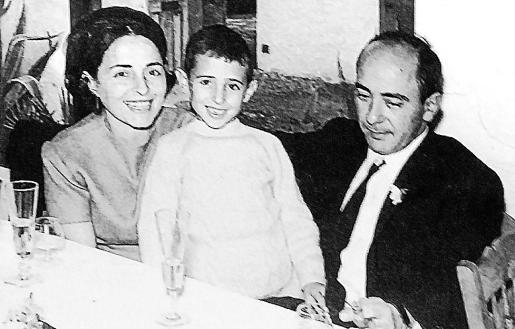 Con su mujer y su hijo Toni en el año 1967.