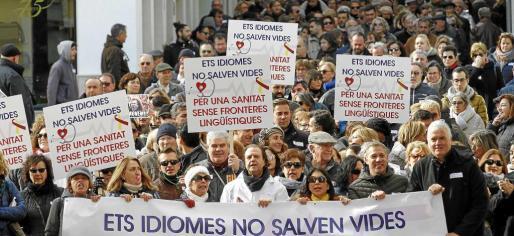 La manifestación inició su recorrido en la Plaça Esplanada para avanzar hacia Constitució donde se ofrecieron los parlamentos.