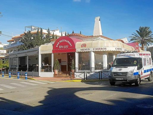 El detenido entró armado con una pistola en el restaurante Bon Lloc y disparó en la entrada de la cocina.