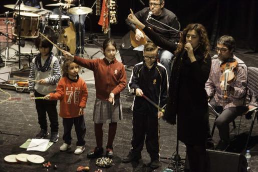 El concierto didáctico tuvo lugar en el Espai Cultural Can Ventosa de Ibiza y participaron más de 600 niños.