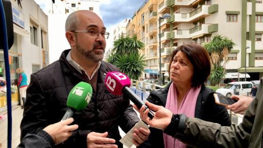 Vicent Roig y Lourdes Cardona se han mostrado preocupados por la dificil situación que atraviesa el sector comercial en Ibiza.