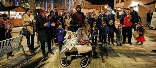 Una de las paradas que realizó el grupo a lo largo de su recorrido por los belenes de la ciudad.