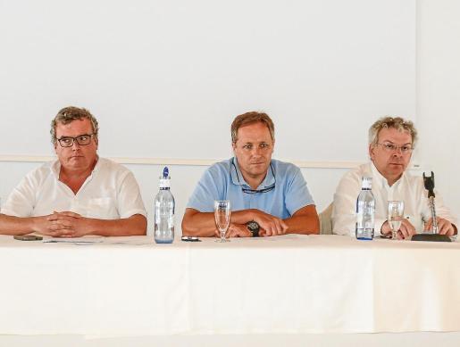 La patronal hotelera pitiusa reelige presidente a Juanjo Riera hasta 2018. Un instante de la asamblea de la Federación Empresarial Hotelera de Ibiza y Formentera, celebrada ayer.