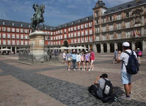 Imagen de turistas en Madrid.