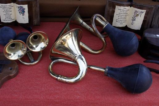 No estamos seguros pero avisar con bocinas no era muy común en el medievo