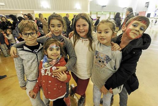 El Ayuntamiento ha preparado hasta hoy por la tarde en el CEIP L'Urgell el programa 'Navid-Art'.