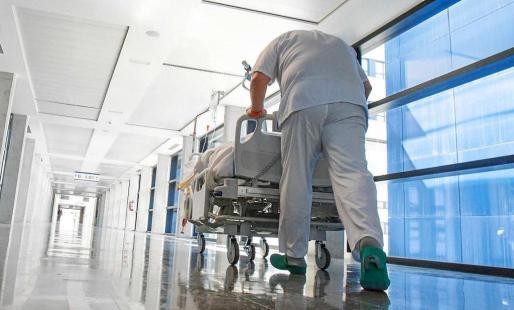 Uno de los pasillos del hospital Can Misses.