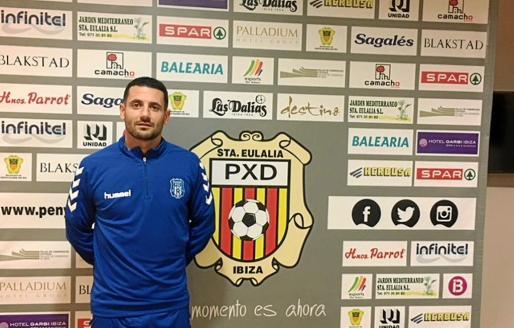 Manuel Expósito Salinas, un viejo conocido de la afición santaeulariense, ya es otra vez jugador de la Peña Deportiva.