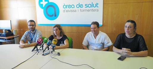 De izq. a dcha. Yago Gómez, Carmen Santos, Pedro Fernández y Carolina Giménez en una imagen de archivo tras conocer el nombramiento de Santos.