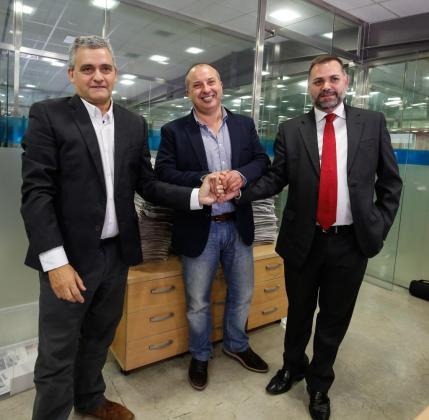 Arriba, Juan Mestre (i), Antoni Planells (centro) y Joan Miquel Perpinyà (d).