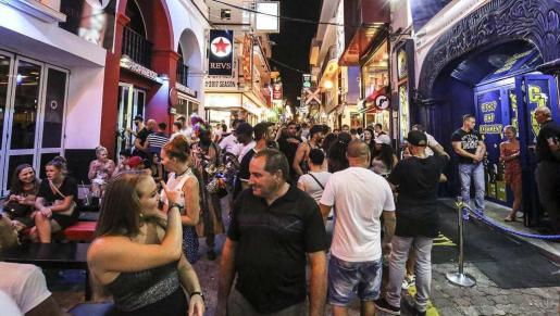 La medida para limitar los horarios del West End fue aprobada en el último pleno de Sant Antoni con la abstención del Partido Popular.